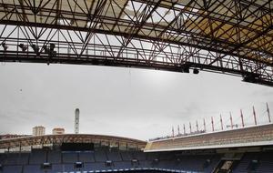 Estadio de Riazor con la cubierta afectada debido al fuerte temporal