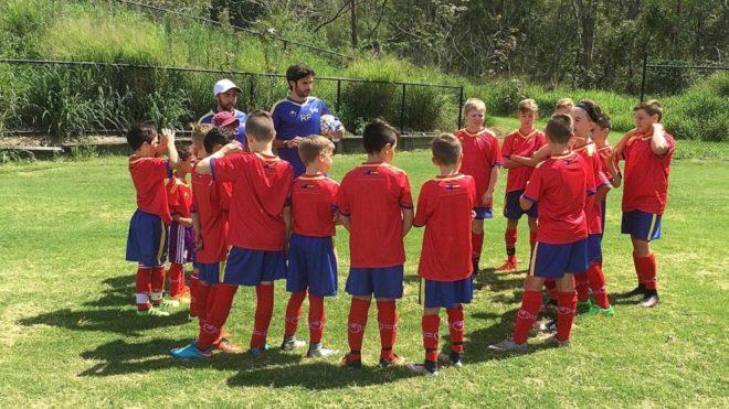 Pablo y Roberto junto a un grupo de chicos de la Academia
