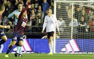 Dani García celebra su gol ante el Valencia