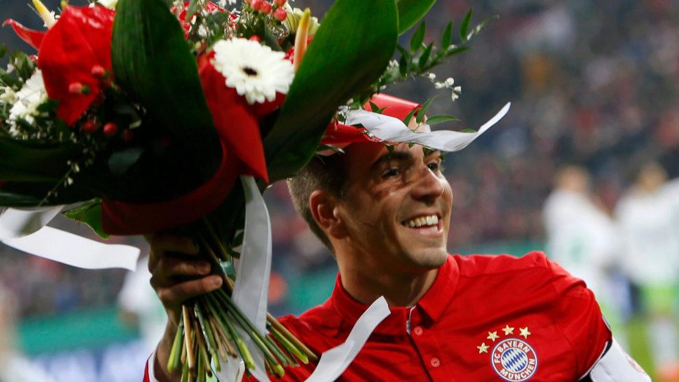 Lahm, homenajeado en su partido 500 con el Bayern de Múnich