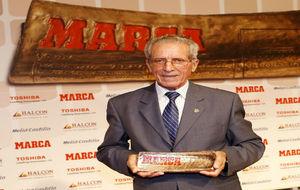 Federo Mart�n Bahamontes en 2009, recibiendo el MARCA Leyenda