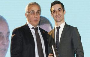 Alejandro Blanco junto a Javier Fernández durante una entrega de...