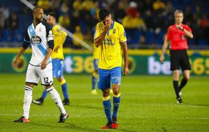 Aythami Artiles se lamenta de una jugada durante el choque contra el...