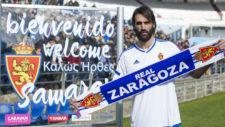 Samaras posa en La Romareda con su nueva camiseta.