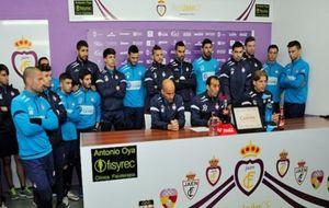 La plantilla del Real Jaén, durante la comparecencia ante la prensa.