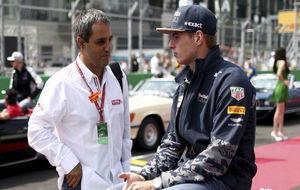 Montoya charla con Verstappen durante el GP de México de 2016.