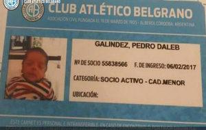 El carné de socio del niño hincha de Belgrano que se llama Dale B.
