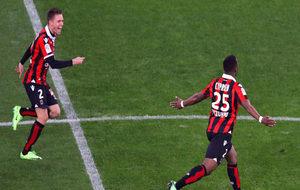 Wylan Cyprien celebra su gol ante el Saint Etienne.