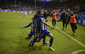 El Deportivo Alavés celebra el gol de Edgar