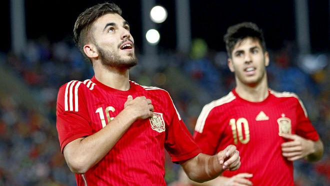Dani Ceballos, junto a Marco Asensio, en un partido con la sub 21.