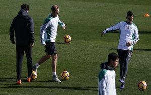 Zozulya, en el entrenamiento de hoy junto al resto del equipo.