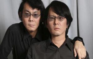 El científico nipón Hiroshi Ishiguro y su copia robótica