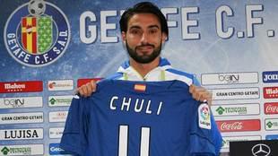 Chuli luce la camiseta del Getafe con el dorsal '11' con el...