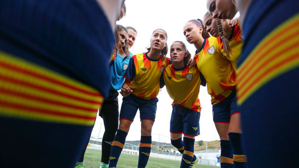 La selección catalana Sub'18 jugando un partido en el campeonato...