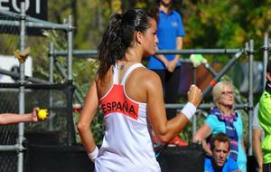 Lara Arruabarrena durante un partido con España