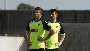 Hervías y Borja Valle, durante un entrenamiento con el Elche.