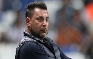 Antonio Mohamed, Director Técnico de Monterrey, durante un partido...