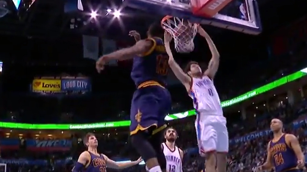 Matazo Top de Álex Abrines ante Tristan Thompson