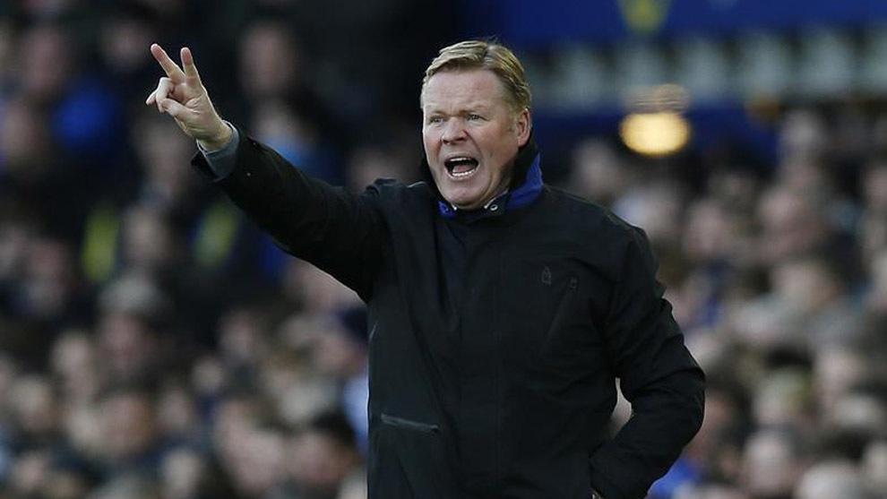 Ronald Koeman dando instrucciones en un partido con el Everton.