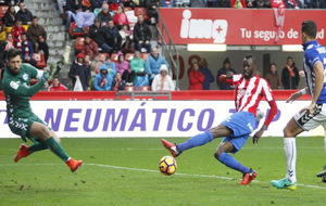 Traoré ante Pacheco en la jugada de su primer gol con la camiseta del...