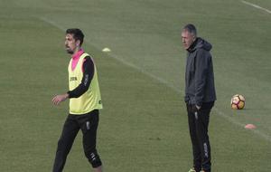 Alcaraz sigue de cerca las evoluciones de Cuenca en un entrenamiento