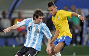 Messi y Neymar, durante un enfrentamiento entre Argentina y Brasil.