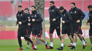 Varios jugadores del Sevilla, en un entrenamiento reciente.