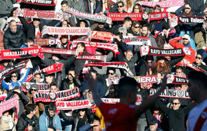 La afición rayista, descontenta con La Liga