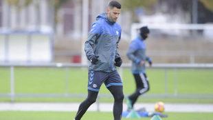 Édgar Méndez en un entrenamiento del Alavés.