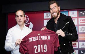 Sergi Enrich posa junto a Fran Garagarza, director deportivo del...