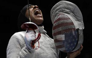 Ibtihaj Muhammad durante su participación en Rio 2016.