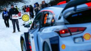 Dani Sordo, antes de comenzar un tramo en el Rally de Suecia