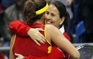 Garbiñe se abraza a Conchita