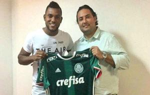 Borja posa con la camiseta del Palmeiras