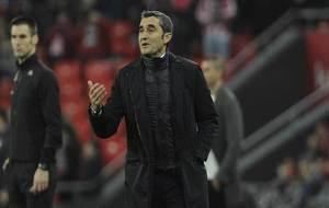 Ernesto Valverde da órdenes desde la banda.