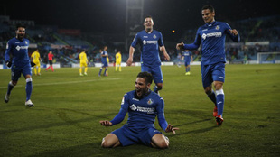 Celebración del gol de Emi Buendía.