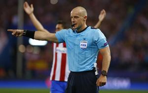 Szymon Marciniak durante el partido del Atlético-Bayern de esta...