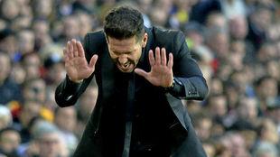 Simeone durante el choque liguero en el Camp Nou de la campa�a 15/16