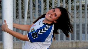 Clara Martínez posa en una de las porterías del Pedro Sancho.