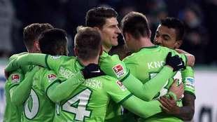 Los jugadores del Wolfsburgo celebran el gol ante el Hoffenheim.