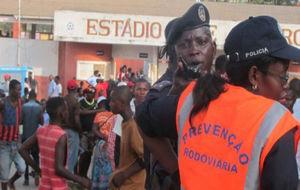 Al menos 17 muertos tras una avalancha en un estadio de Angola