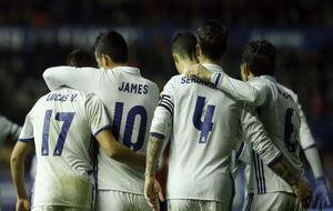 Los jugadores celebran la victoria ante Osasuna