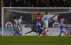 Guidetti remata a gol en el Vicente Calder�n.