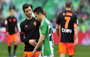 Gay� anima a Rub�n Castro en el Betis-Valencia.