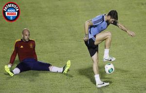 Pepe Reina y Sergio Ramos durante un entrenamiento con España