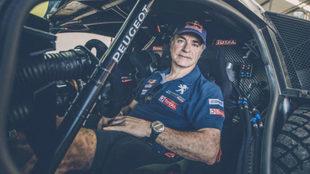 Carlos Sainz, a bordo de su Peugeot 3008 en el pasado Dakar.