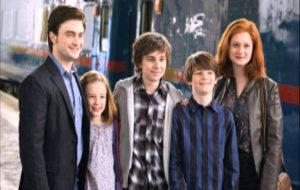 Harry, Ginny y sus tres hijos en el final de 'Harry Potter y las...