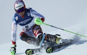 Luca Aerni, en pleno descenso.