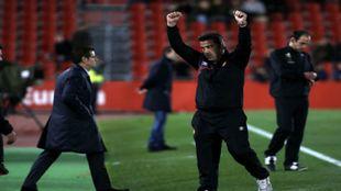 Javier Olaizola (47) celebra el triunfo ante el Rayo Vallecano