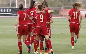 Vero Boquete y Sonia Bermúdez se saludan tras marcar un gol.